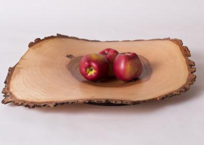 Naturgeformte Holzschale - Kernesche mit Obst